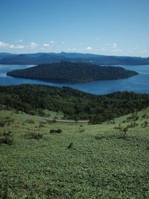 美幌峠より屈斜路湖を望む